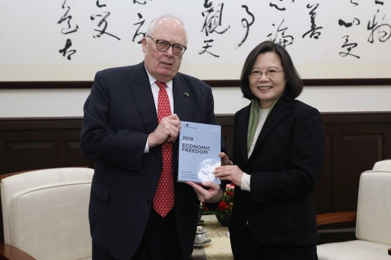 President Tsai Ing-wen meets with Edwin Feulner, co-founder of the Heritage Foundation in January, 2018 (Source: the Presidential Office)