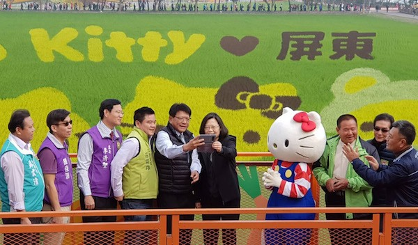 Taiwan President Tsai Ing-wen and Pingtung Magistrate Pan Men-an taking a selfie in front of the Hello Kitty farm