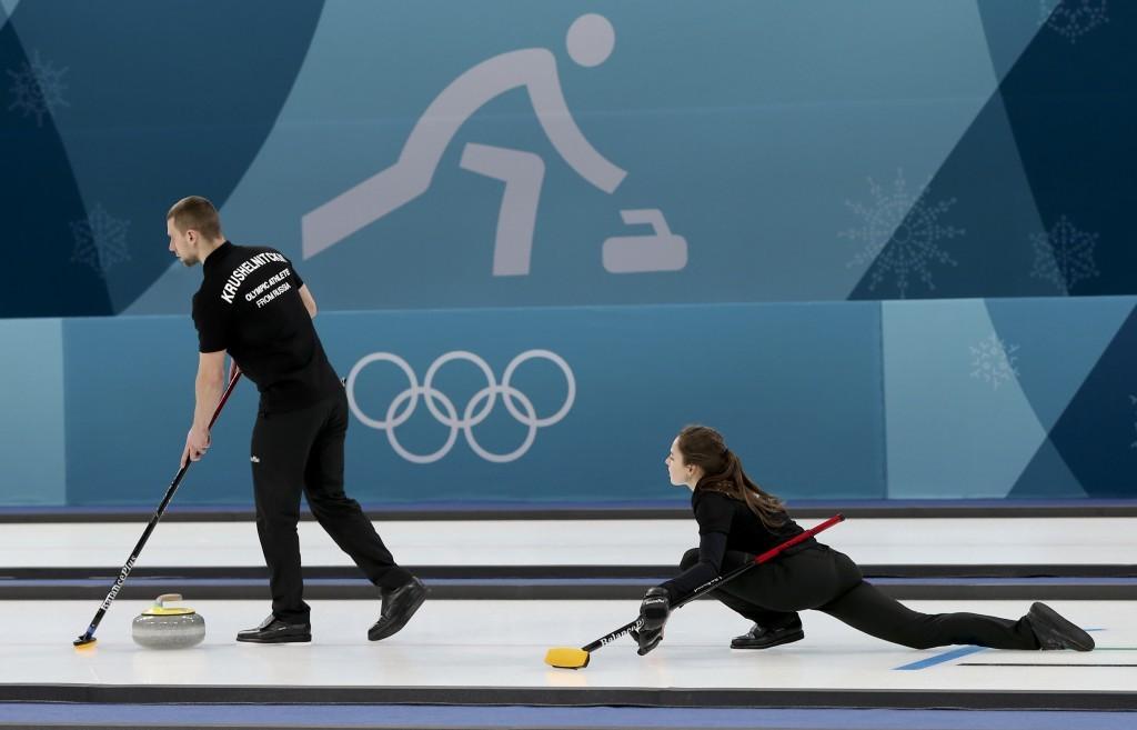 參加冬季奧運的俄羅斯夫婦Anastasia BRYZGALOVA與Aleksandr KRUSHELNITCKII。 (美聯社)