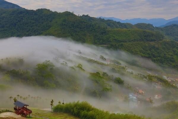 Cloud waterfall on Alishan.