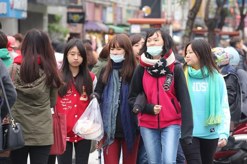 A new cold front is expected to spoil the end of the Lunar New Year holiday beginning Tuesday.