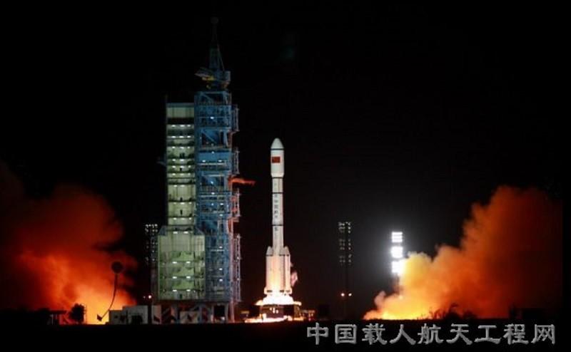 圖為天宮一號由長征二號火箭發射升空情形。翻攝中國網路