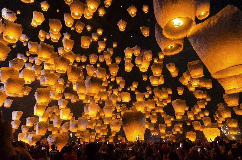 Pingxi Sky Lantern Festival (photo from Flckr by crazydean)