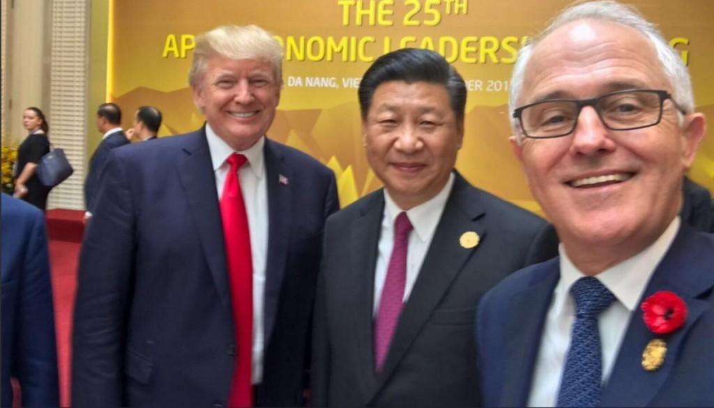 美國總統川普、中國國家主席習近平與澳洲首相藤博爾開心與(翻攝 藤博爾Twitter)