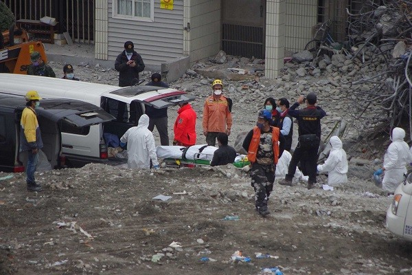 Bodies of 76-year-old Ding Wenchang and 75-year-old He Fenghua were recovered from the Yun Men Tsui Apt. Building, Feb. 25