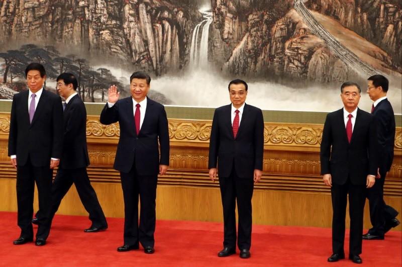 圖中左三(揮手者)為習近平。美聯社
