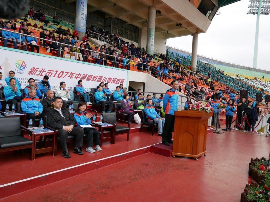 新北市107年中等學校暨小學運動會聯合開幕典禮-朱市長致詞。(照片由新北市政府提供)