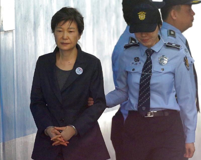 圖為朴槿惠去年10月出庭情形。美聯社