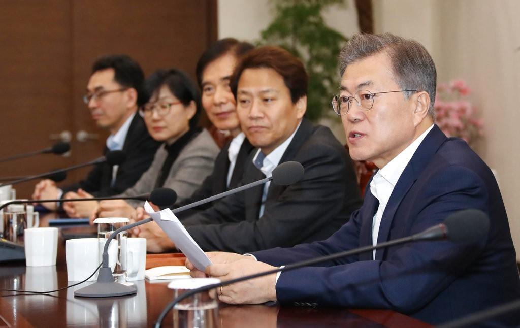 右為南韓總統文在寅(圖片來源:美聯社)