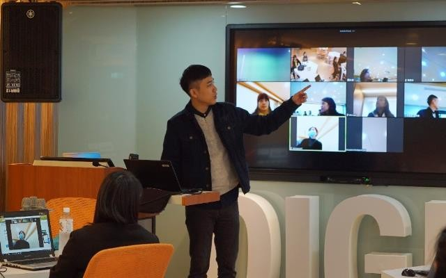 新住民教師正學習如何操作線上教學軟體,與學習遠距教學的技巧 (圖片來源:教育部提供)