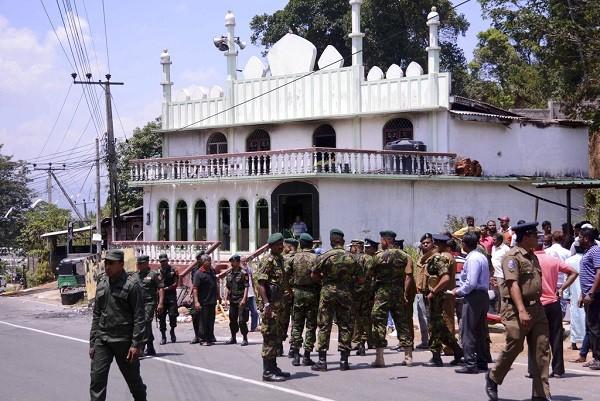 斯里蘭卡族群衝突導致政府宣布全國進入緊急狀態,並派遣軍隊及警察平息暴動(圖片來源:美聯社)