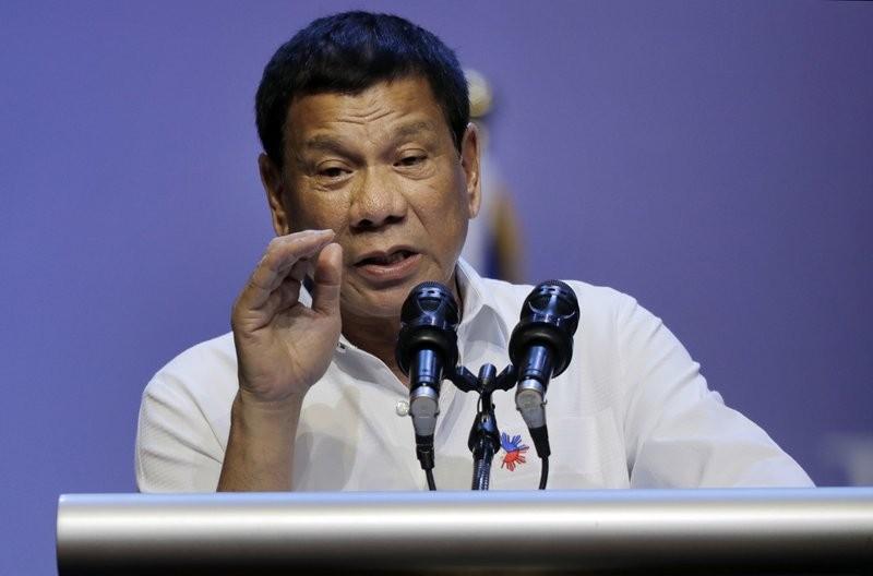 菲律賓總統杜特蒂日前替他任內新一波掃毒活動宣傳時,感慨地發表演說。 (美聯社)