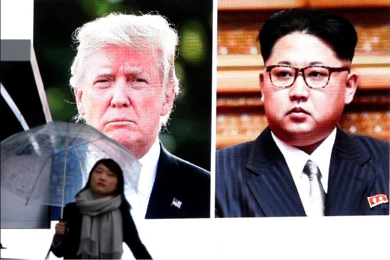 美國與北韓兩國領袖,川普與金正恩的畫面,日前出現在東京街頭的大螢幕上。美聯社