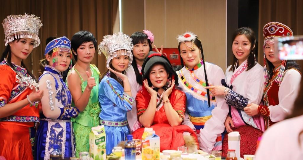 桃園新住民姐妹穿上國服,展現最令人驕傲的母國之美(圖片來源:桃園市政府提供)