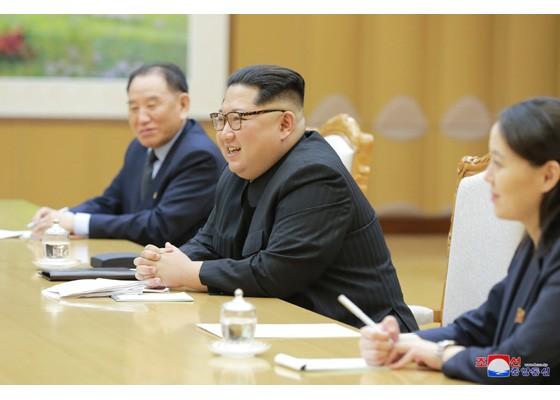 北韓領袖金正恩(中)(圖片來源:翻攝自勞動新聞)