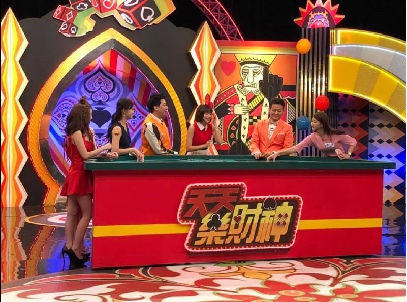 徐乃麟(右2)主持的《天天樂財神》去年無預警停播 (翻攝官方臉書)