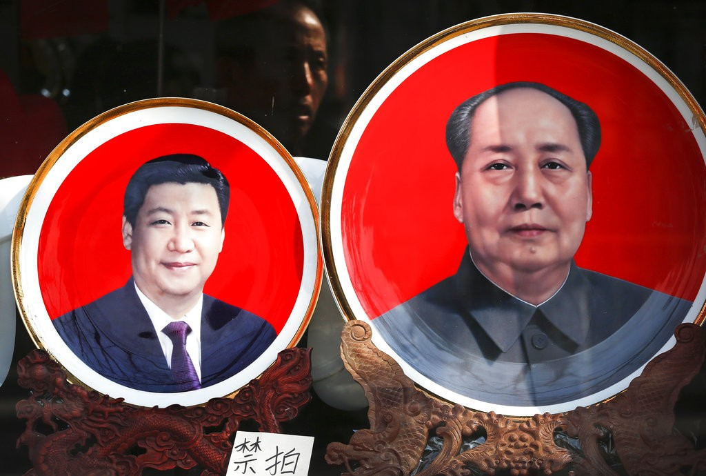 Plates with Xi Jinping (left) and Mao Zedong (right).