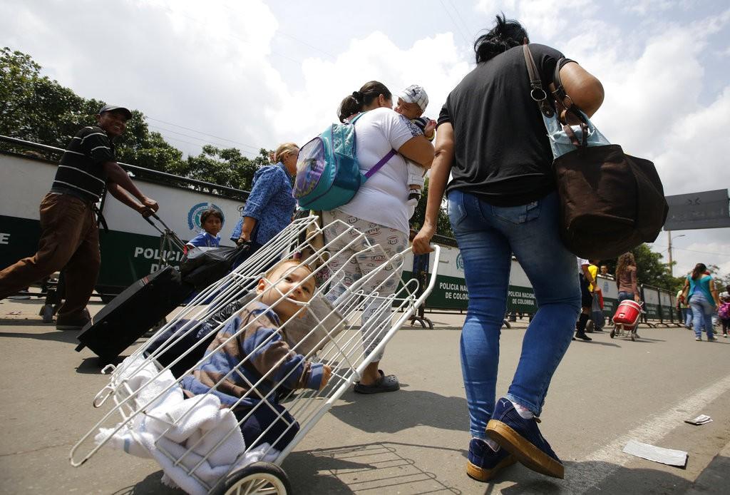 委内瑞拉難民前往哥倫比亞(圖片來源:美聯社)