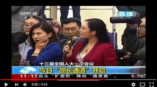 Reporter's dramatic eye roll in response to competitor's question