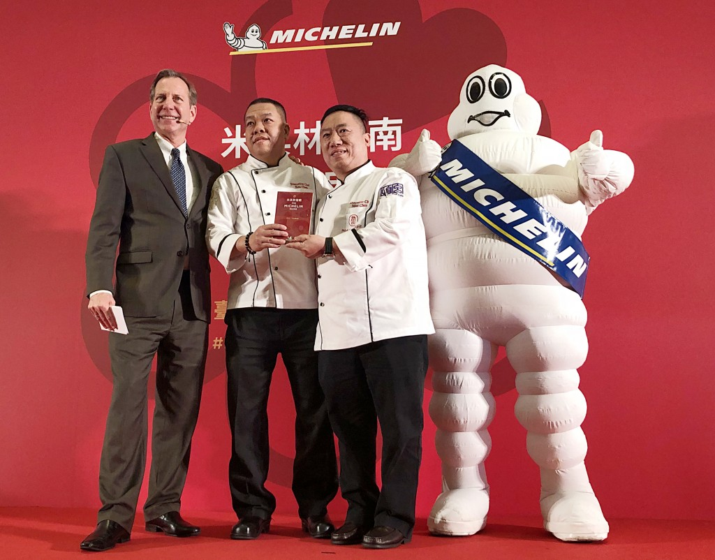 Winning chefs (center) of Michelin 3 star award.