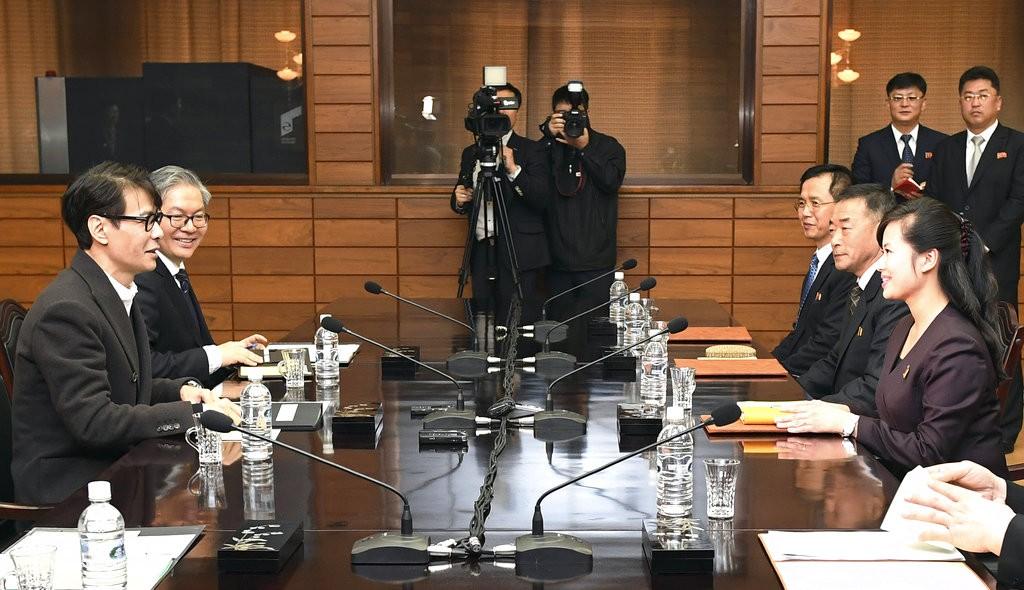 南北韓代表團討論南韓藝術團前往平壤表演之事務(圖片來源:南韓統一部提供美聯社)