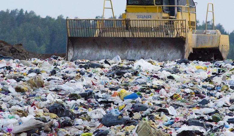 台灣每年使用165億個塑膠袋,用掉的塑膠吸管高達30億支(圖片取自Pixabay網站)