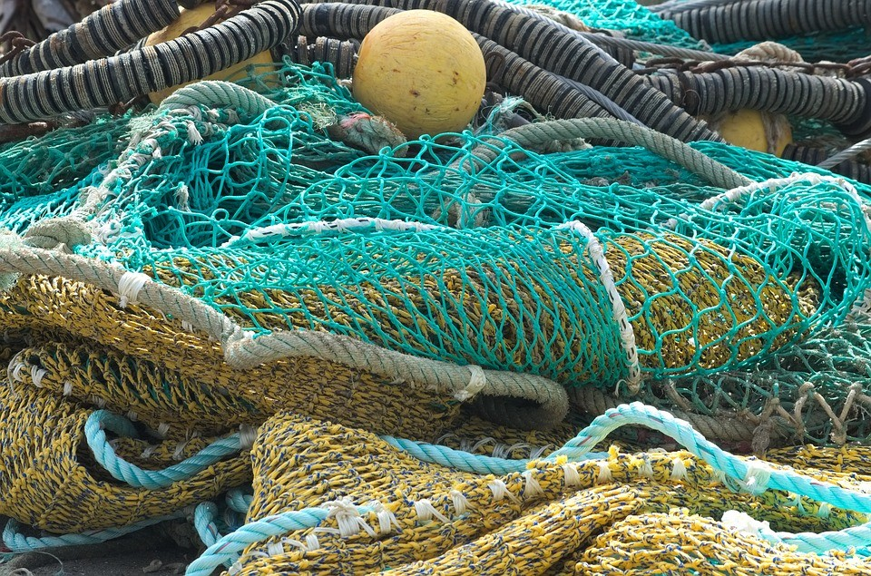 Discarded fishing net image by Pixabay