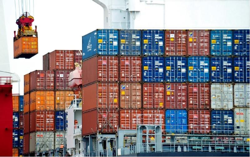 圖為中國天津港的貨櫃。美聯社
