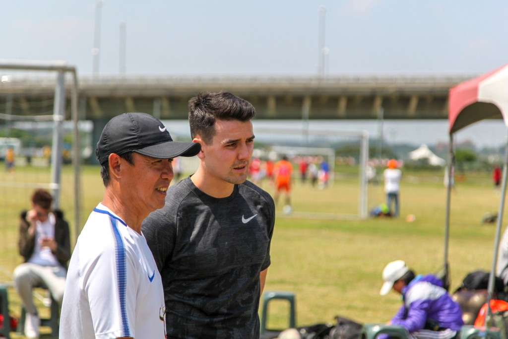 Tim Chow visits Andy Chen Football School.