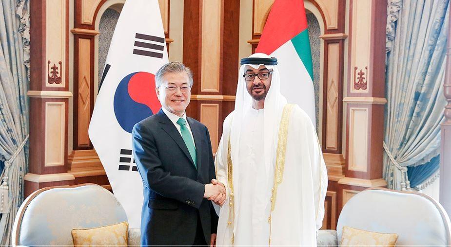 南韓總統文在寅(左)目前在阿拉伯聯合大公國訪問(圖片來源:翻攝自南韓總統府青瓦台網站)
