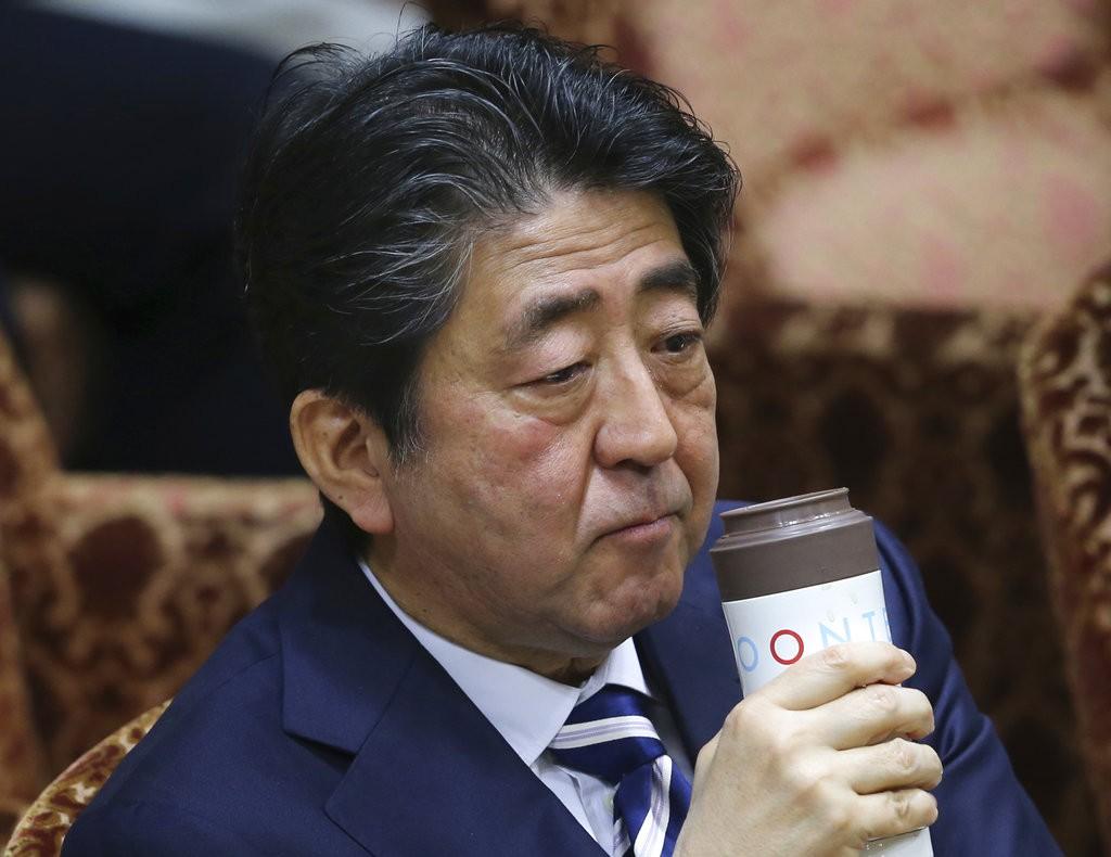 日本首相安倍晉三出席國會(圖片來源:美聯社)