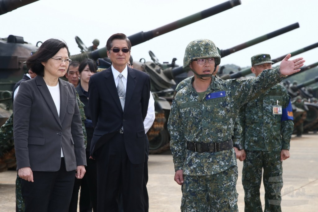 President Tsai Ing-wen inspected three military camps in Hsinchu on March 26 (Photo courtesy of Military News Agency)