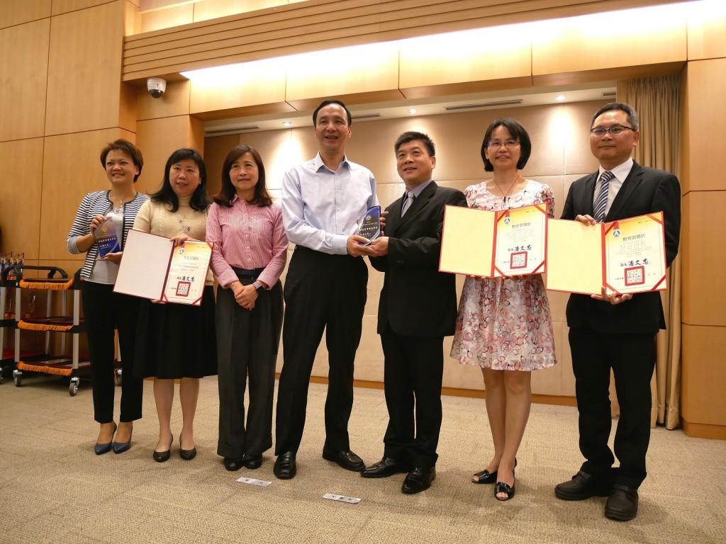 市長表揚獲獎學校(圖片來源:新北市教育局提供)