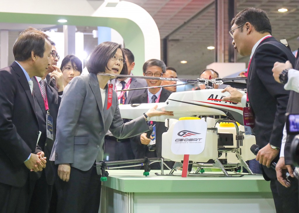 President Tsai Ing-wen visits the Smart City Summit and Expo.