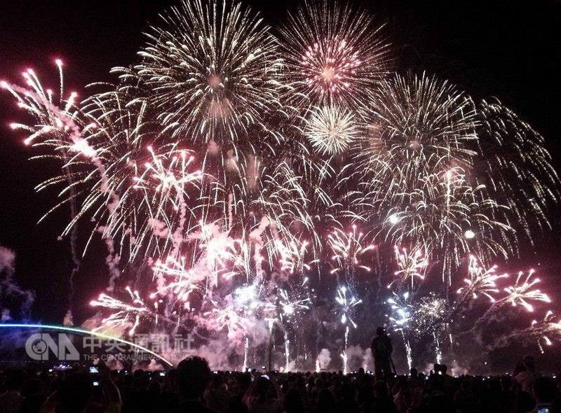 Two-month long annual fireworks festival in Taiwan's Penghu County opens on April 19