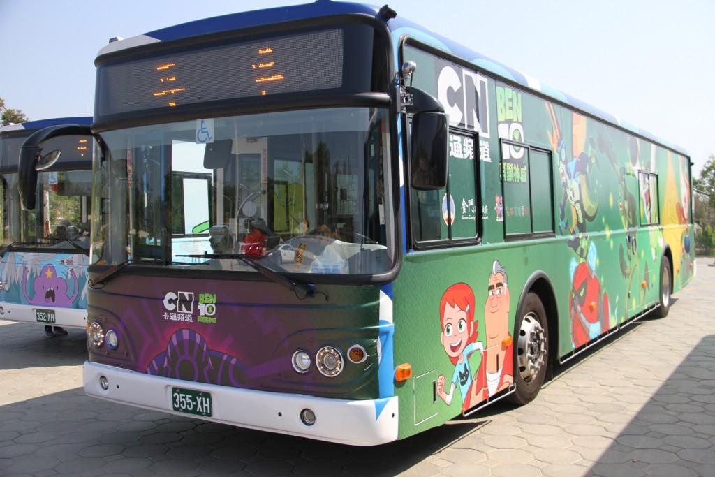金門縣政府與名城有線電視、卡通頻道合作,以3部知名卡通「飛天小女警」、「探險活寶」、「BEN 10」為主題,彩繪4部公車。4月1日起到5月