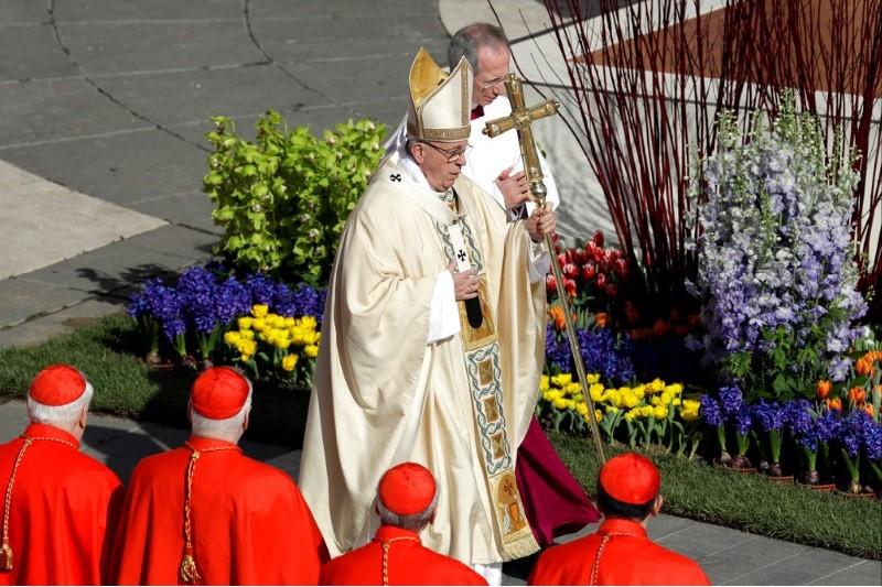 圖為教宗方濟各1日出席復活節彌撒情形。美聯社