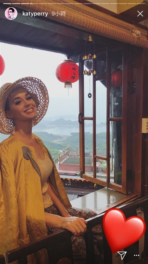 Katy Perry tours Taipei before tonight's concert