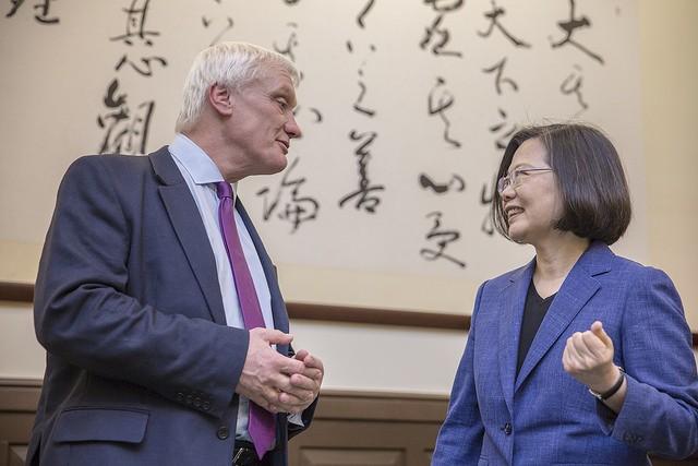 總統蔡英文接見英國國際貿易部投資部長史徒華(Graham Stuart)(照片來源:總統府提供)