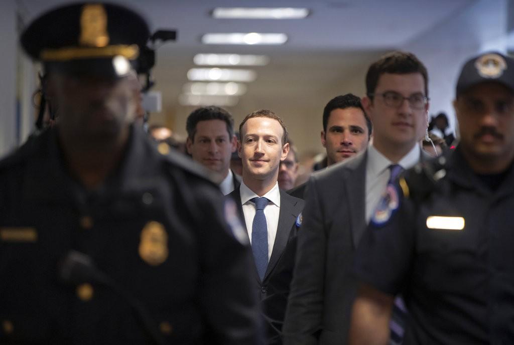 祖克柏前往國會(圖片來源:美聯社)