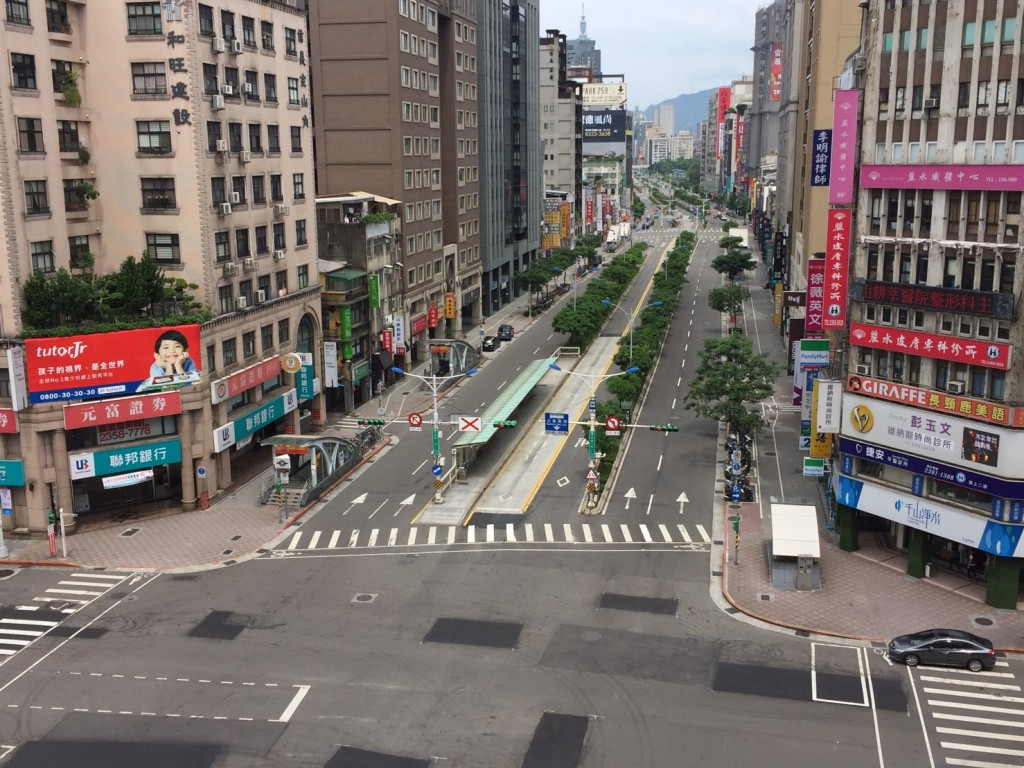 Xinyi Rd. and Jinshan South Rd. during last year's drill.