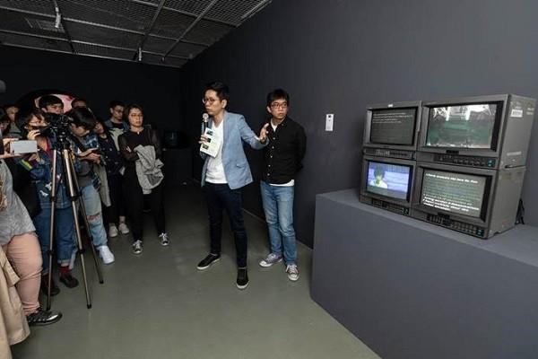 策展人孫松榮展間導覽(照片來源:臺北當代藝術館提供)