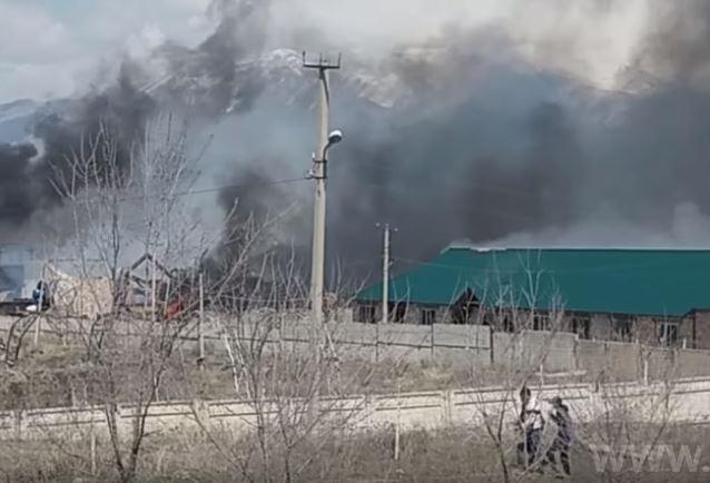 Makmal GL Developing公司廠房遭抗議民衆縱火(圖片來源:翻攝自24kg通訊社上傳至Youtube之影片)