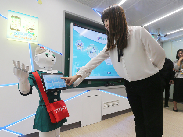 """The smart assistant """"Pepper"""" at the Chunghwa digital post office in Taipei"""