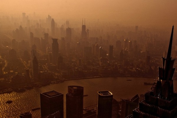 Polluted air in Shanghai. (Photo by flickr user Lei Han)