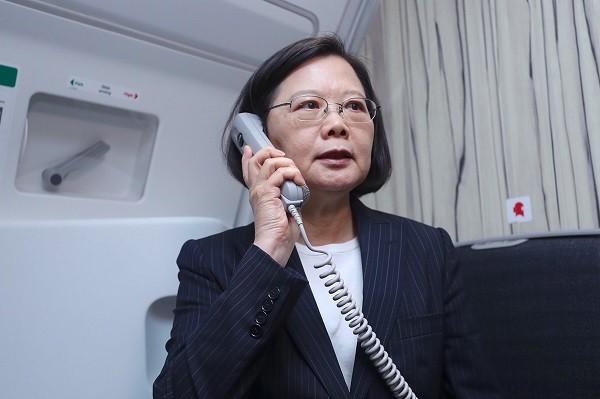 總統蔡英文17日搭乘華航專機出訪非洲友邦史瓦濟蘭,並在機上廣播