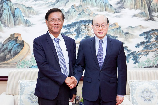 Nantou County Magistrate Lin Ming-chen and TAO chief Liu Jieyi (Image from 台灣網 Twitter page)