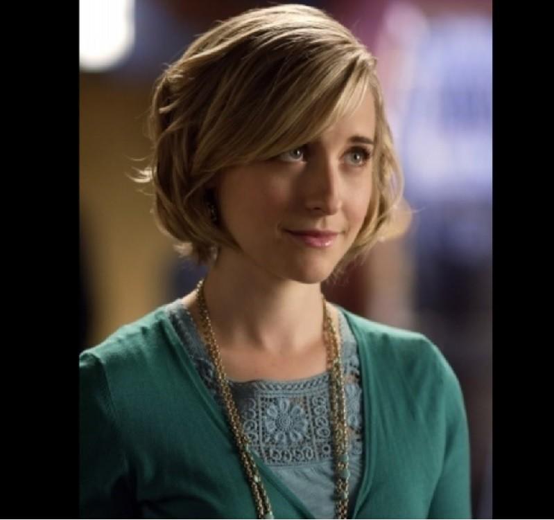 艾利森麥克因為在《超人前傳》飾演克羅伊蘇利文(Chloe Sullivan),因此打響名號。翻攝imdb.com
