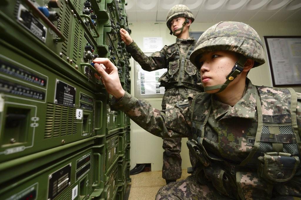 南韓國軍調整擴音器(資料照)(美聯社)
