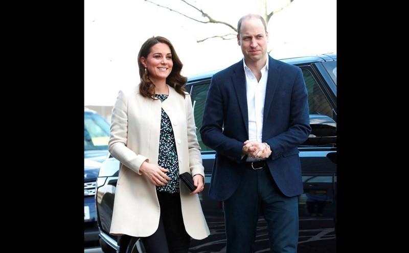圖為大腹便便的凱特王妃(左)3月底與威廉王子(右)合影。美聯社